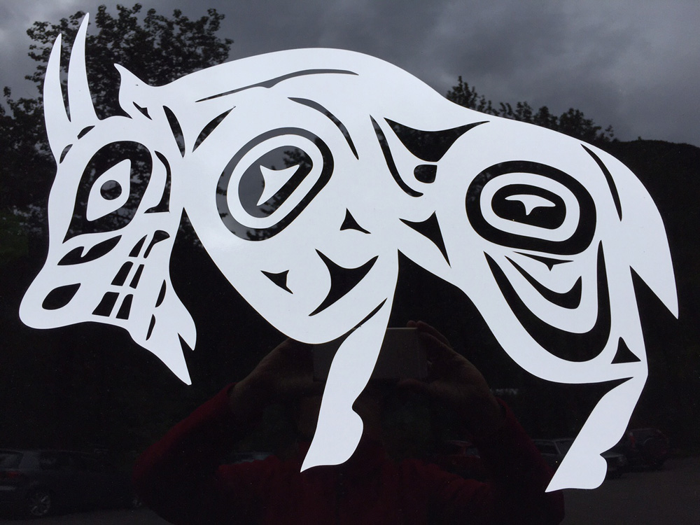 An image of a mountain goat done in Tlingit form line
