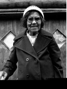 Last of the traditional Chilkat weavers Jennie Thlunaut, Klukwan, AK 1985 -- photo by Larry McNeil